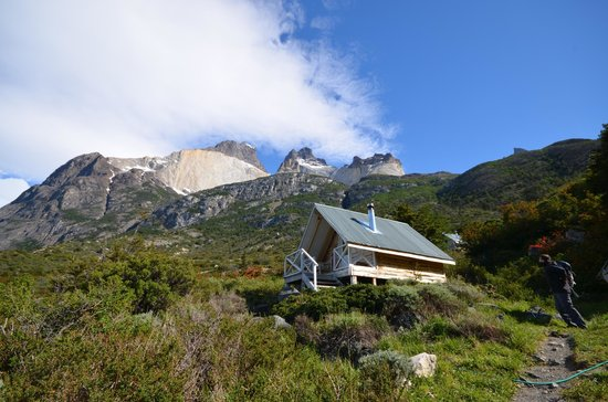 Refugio, Camping and Cabins Los Cuernos: In the light of day