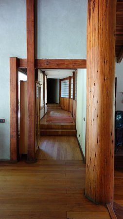 El Magnolio Bed and Breakfast: Zen corridor