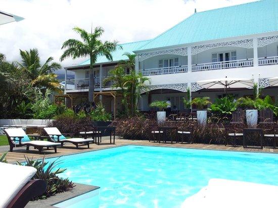 Blue Margouillat Seaview Hotel : Hotel vu de la piscine