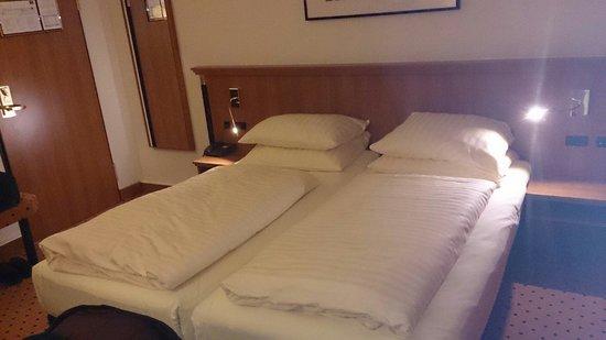 Hotel Mercure München Altstadt: Lits jumeaux très confortables