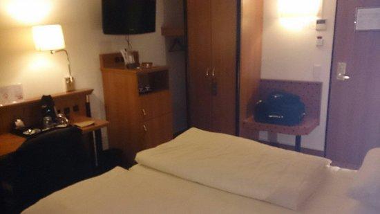 Hotel Mercure München Altstadt: Bureau, Tv et mini-bar