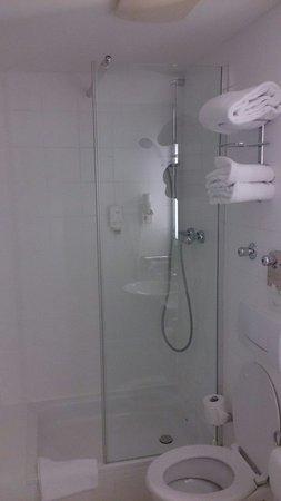 Hotel Mercure München Altstadt: Douche et wc