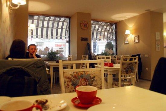 Pinavija Cafe & Bakery: Вид кафе изнутри