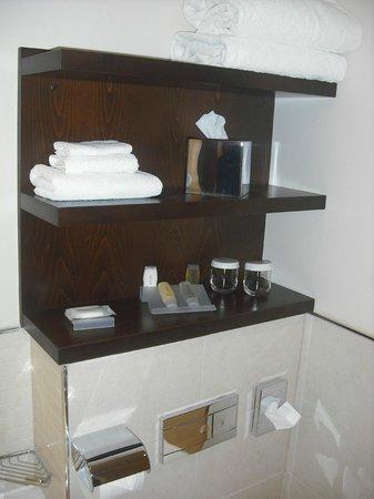 Hilton Garden Inn Aberdeen City Centre: bathroom supplies, everything you need
