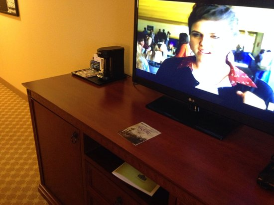 Country Inn & Suites by Radisson, Bloomington-Normal Airport, IL: LG television, small coffee maker with tea, cups, coffee, creamer, sugar etcetera
