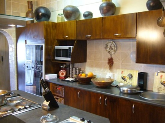 35 on Washington Guest House: kitchen