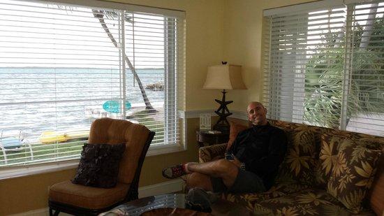 Bay Harbor Lodge: Living room cottage 3