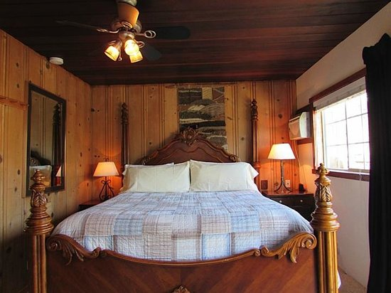 The Woods Resort at the Russian River : Deluxe Cabin 2 Bedroom