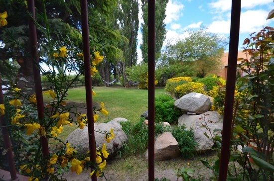 Schilling Hostal Patagonico: view into the backyard