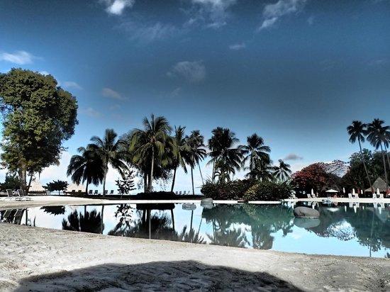Le Meridien Tahiti: wonderful sand bottom pool