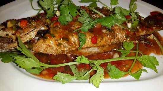Jao Jong Seafood: Deep fried fish with chilli souce.