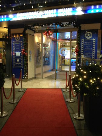 Hollywood Media Hotel : Front entrance