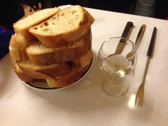 Café du Soleil : A neat stack of bread, waiting for some fondue close behind