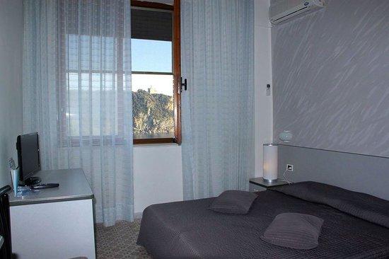 Hotel Il Romito: Camera con vista castel sonnino