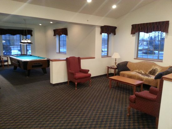 Highland, NY: Every hotel should have a pool table!