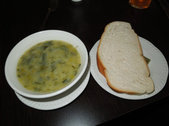 Craignelder Hotel : Potato and leek soup and slice of bread