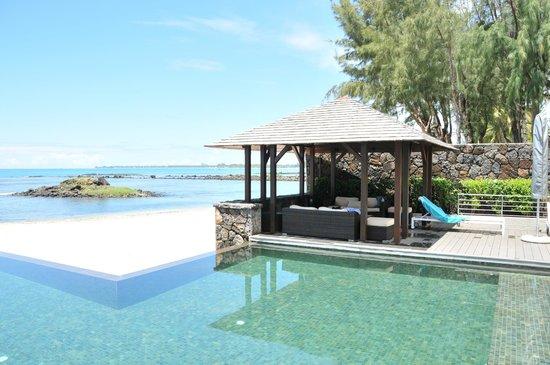 Bon Azur Beachfront Suites & Penthouses by LOV : Le bungalo de la piscine