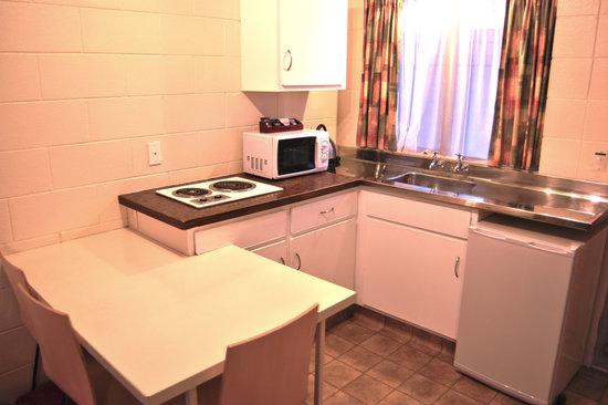 Barcelona Motel: Kitchen in Every Unit