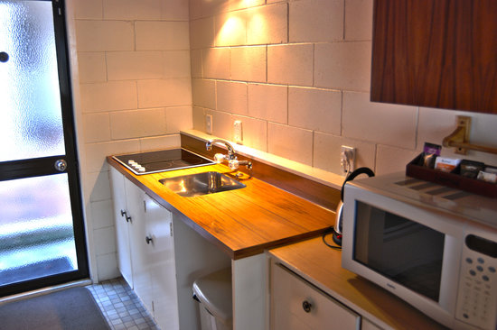 Barcelona Motel: Kitchen in Two Bedroom Villa