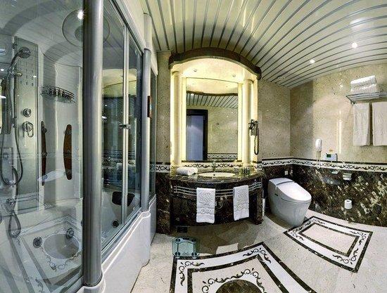 Sonesta St. George Hotel Luxor : Royal Club Rooms Bathroom