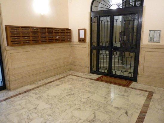 Vatican Vista : The inner lobby