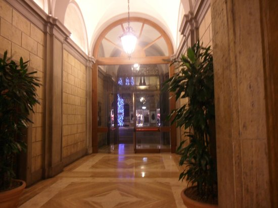 Hotel Miami : l ingresso visto dall interno