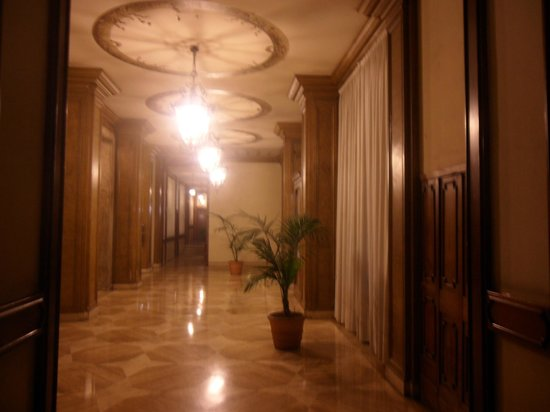 Hotel Miami : la reception in fondo ..