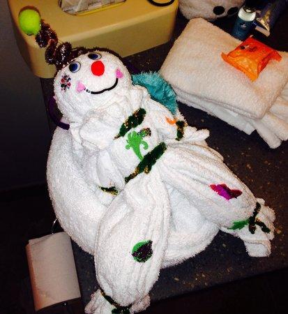 Disney's Art of Animation Resort: Snowman towel creation
