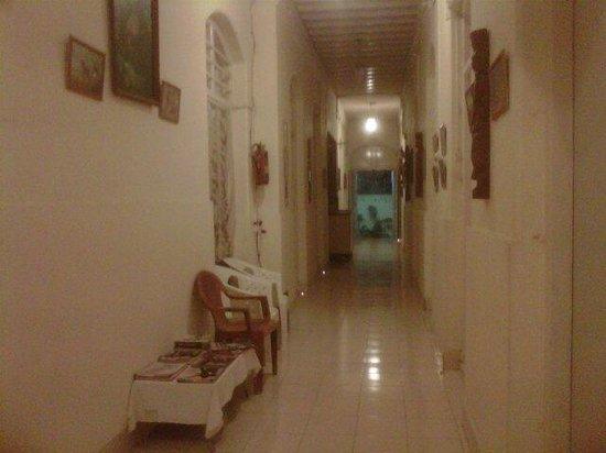 Hotel Moti International: pasillo