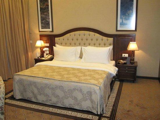 Etoile Suites Hotel: bed2