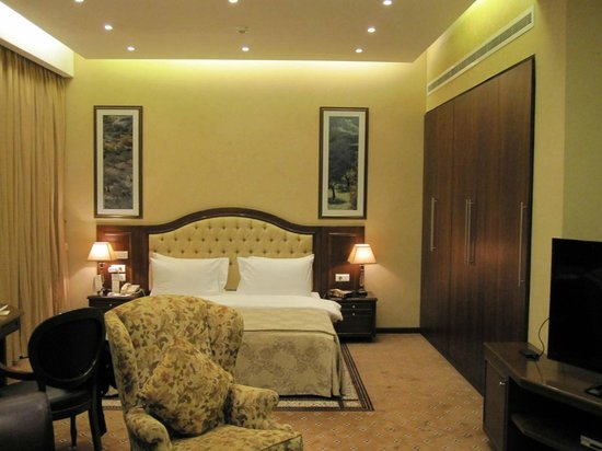 Etoile Suites Hotel : bed1