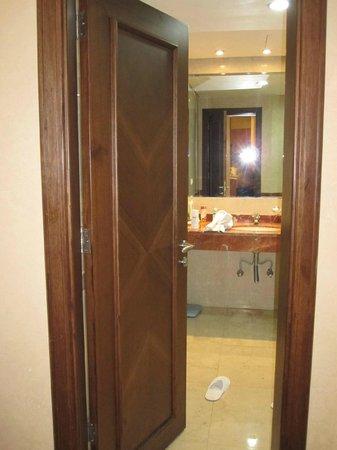 Etoile Suites Hotel : bath room