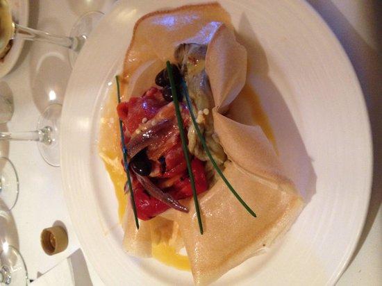 Restaurant Abat Cisneros: Grilled pepper, aubergine and anchovies starter.