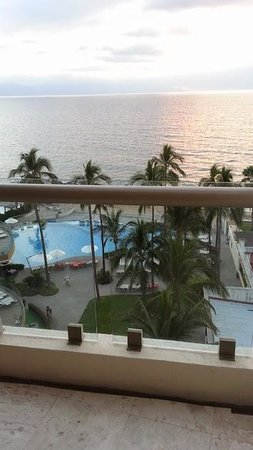 Sunset Plaza Beach Resort & Spa : View from our ocean front room