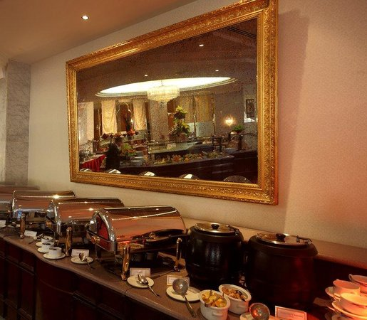 Crowne Plaza Riyadh Minhal: Buffet
