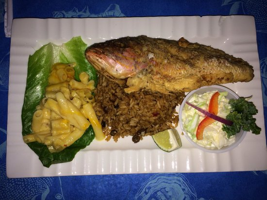 Coco Beach Bar & Grill: Friday night fish special.