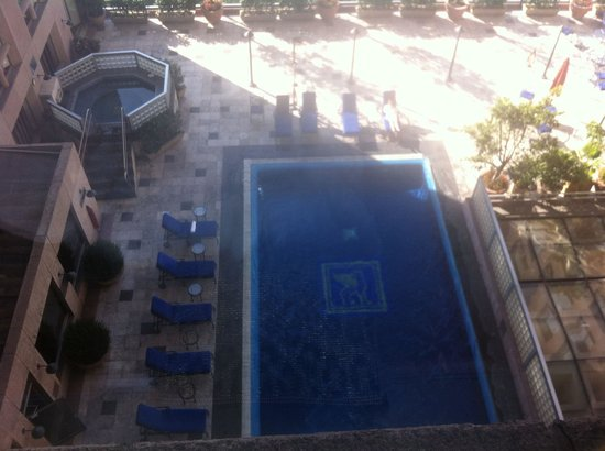 JW Marriott Hotel Mexico City: Swimming pool and jacuzzi view