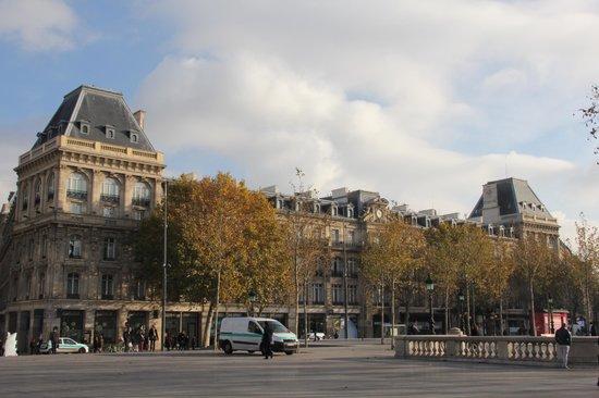 Crowne Plaza Paris Republique: exterior
