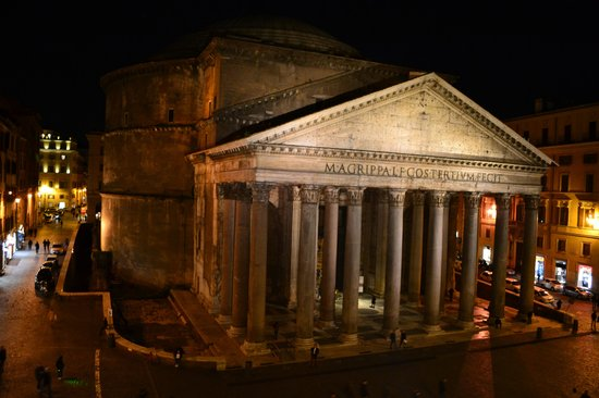 Hotel Abruzzi: The Pantheon from our room