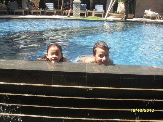 Bintang Kuta Hotel: onze twee dolfijnen (kleinkinderen)