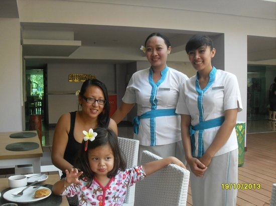 Bintang Kuta Hotel: bloemen op hun haren
