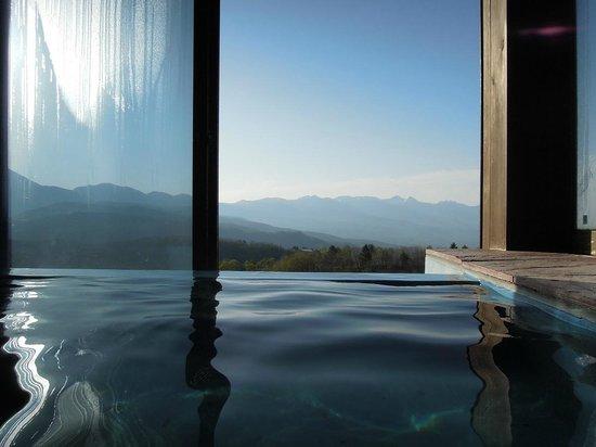 Auberge C'est La Vie: 貸し切り風呂も絶景です!
