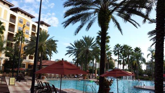 Floridays Resort Orlando: Poolside view