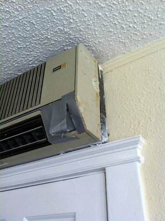 Lakeside Inn: Duct Taped Non-working Heat Pump