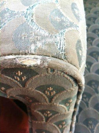 Lakeside Inn: Chair Furniture Worn & Frayed