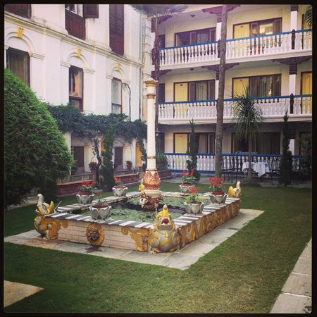 Kathmandu Guest House: This is *the* garden. So easy to relax here!
