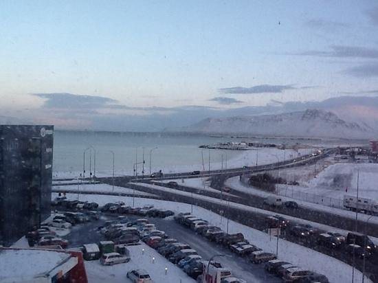 Hotel Cabin: 6th floor view over Faxa bay, Reykjavik