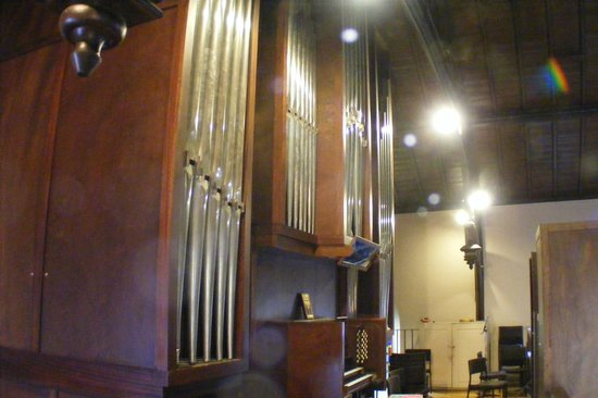 St. Peter's Church: The pipe organ