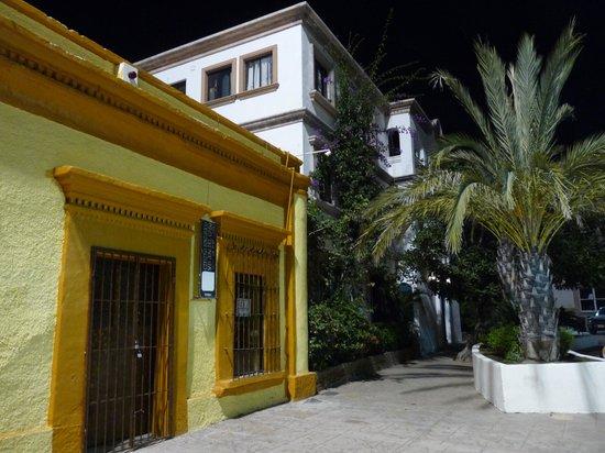 Cabo Azul Resort: Downtown San Jose at night