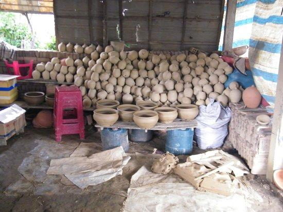 Lots of pots, Thanh Ha Pottery Village
